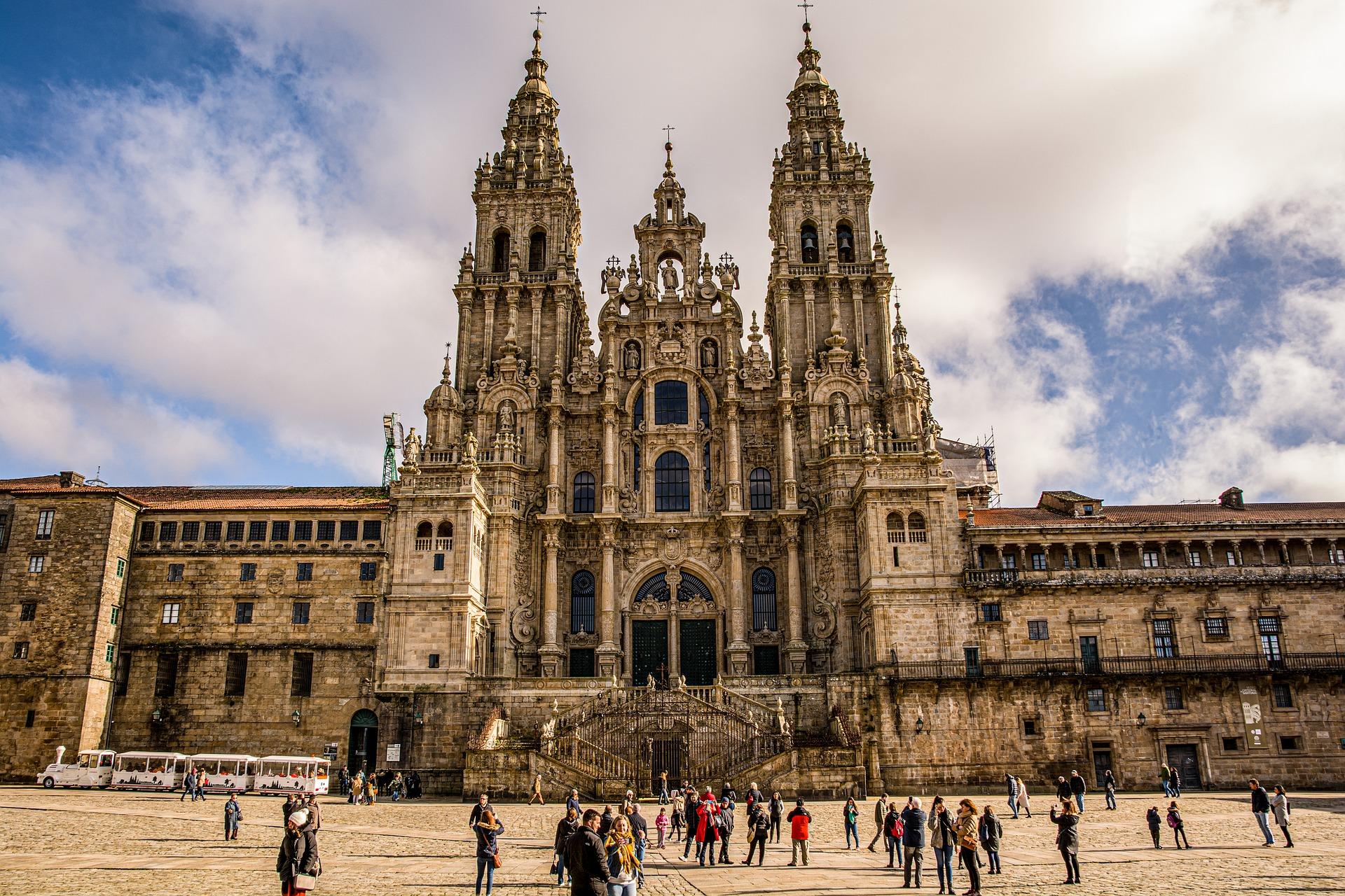 Il pellegrino sul percorso di Santiago: attualità e tradizione
